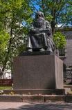 Sortavala republik av Karelia, Ryssland - Juni 12, 2017: Monument Petri Shemeikka, Karelian run- sångare och sagoberättare Royaltyfri Foto