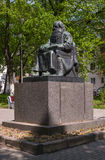 Sortavala republik av Karelia, Ryssland - Juni 12, 2017: Monument Petri Shemeikka, Karelian run- sångare och sagoberättare Arkivfoton