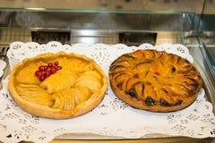 Sorte deux de pâtisserie, gâteaux colorés de bonbon Images libres de droits