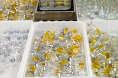 sorterade flaskor arkivbild