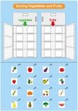 Sorteringfrukter och grönsaker i kylskåpet, arbetssedel för dagis Arkivbilder