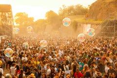 Sortez le festival 2015 - serrez-vous dans le lever de soleil sur l'étape de danse du DJ Images stock