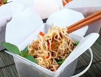 Sortez les nouilles chinoises Image stock