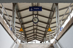 Sortie de gare ferroviaire Photographie stock