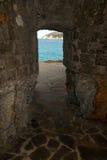 Sortie de la caverne Biodola Photo libre de droits