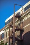 Sortie de secours sur le bâtiment résidentiel du centre photographie stock