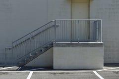 Sortie et escalier arrières d'épicerie Image libre de droits