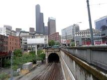 Sortie et rue de tunnel de rail à Seattle pendant l'été Photographie stock