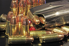 Sortierte 9mm Gewehrkugeln mit einprogrammiert Mag Stockfotos