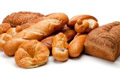 Sortierte Arten der Brote auf einem weißen Hintergrund Stockfotografie