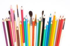 Sortierte Bleistifte und Pinsel Stockfoto