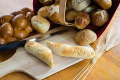 Sortierte Brote und Rollen Stockfotos