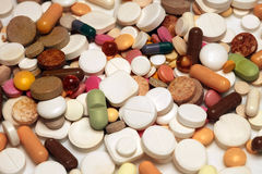 Sortierte bunte Pillen und Kapseln Lizenzfreies Stockfoto