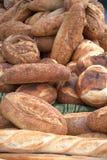 Sortierte frische Laibe des Brotes Lizenzfreie Stockfotos