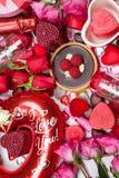 Sortierte Geschenke und Festlichkeiten für Valentinsgruß Lizenzfreies Stockbild
