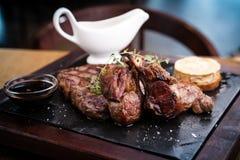 Sortierte köstliche Steaks stockbilder