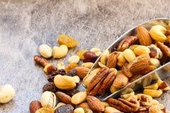 Sortierte Mischung von trockenen fruites und von Nüssen nah herauf Ansicht Stockfoto