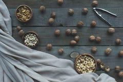 Sortierte Nüsse und Nussknacker Stockfoto