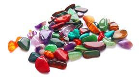 Sortierte natürliche helle farbige halb kostbare Edelsteine und Edelsteine lizenzfreie stockbilder
