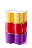 Sortierte Plastikbehälter für Milchprodukte Lizenzfreies Stockfoto