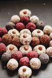 Sortierte rohe Bonbons des strengen Vegetariers Lizenzfreie Stockfotos