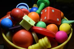 Sortierte Spielpfand mit unterschiedlicher Farbe stockfotos