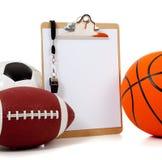 Sortierte Sportkugeln mit einem Klemmbrett Lizenzfreies Stockbild