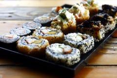Sortierte Sushi auf einer Platte Stockfotografie