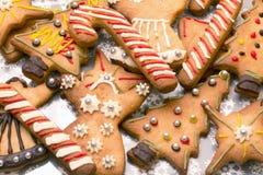 Sortierte Weihnachtslebkuchenplätzchen Lizenzfreie Stockfotos