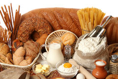 Sortiertes Brot und Bestandteile lizenzfreies stockfoto