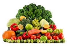 Sortiertes rohes organisches Gemüse auf Weiß Lizenzfreie Stockfotografie