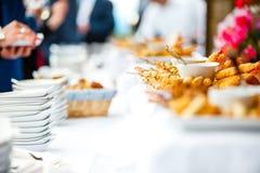 Sortiertes Rollengebäck mit Soße auf einem Hochzeitsfest Stockfoto