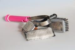 Sortiment av Cat Brushes med Cat Hair Royaltyfria Foton