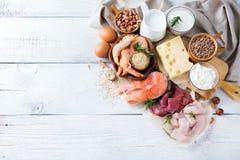 Sortiment av den sunda proteinkällan och kroppbyggnadsmat Arkivfoto