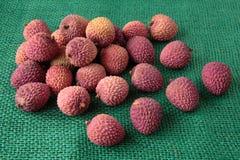 Sortiment av exotiska frukter för smaklig och ny litchiplommon Arkivbilder