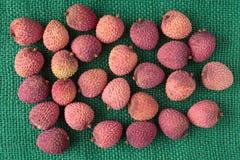 Sortiment av exotiska frukter för smaklig och ny litchiplommon Royaltyfria Bilder