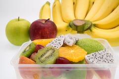 Sortiment av exotiska frukter på vit Arkivbild