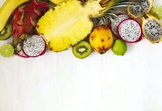 Sortiment av exotiska frukter på vit bakgrund Royaltyfri Fotografi