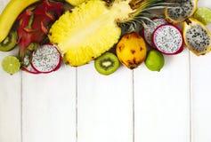 Sortiment av exotiska frukter på vit bakgrund med kopieringsutrymme Fotografering för Bildbyråer