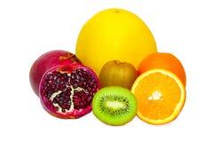 Sortiment av exotiska frukter som isoleras på vit Arkivbild