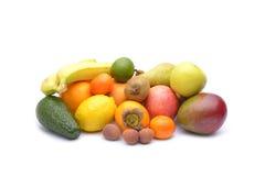 Sortiment av exotiska frukter som isoleras på vit bakgrund Royaltyfri Fotografi