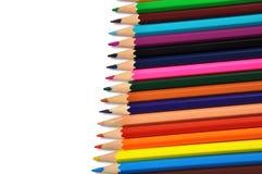 Sortiment av kulöra blyertspennor över vit Royaltyfri Fotografi