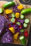Sortiment av nya frukter och grönsaker på träbräde royaltyfria foton