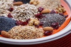 Sortiment av nytt torkat frö som används som ingredienser i matlagning arkivfoton