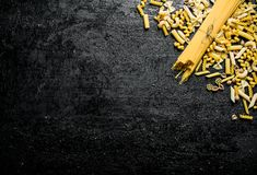 Sortiment av olika typer av torr pasta arkivfoto