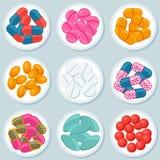 Sortiment av preventivpillerar och kapslar i behållare royaltyfri illustrationer