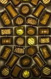 Sortiment för chokladgodisar i en ask Fotografering för Bildbyråer
