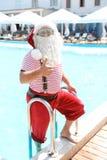 Sortir authentique de Santa Claus de la piscine photo libre de droits