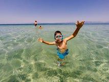 Sortir heureux de l'eau Photographie stock libre de droits