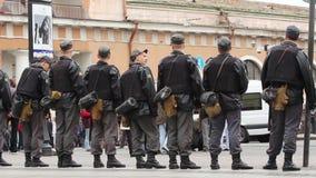 Sorvegli il cordone ad una riunione di opposizione, Russia stock footage
